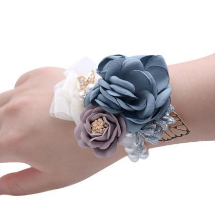 Girl Bridesmaid Wrist Flower Corsag..