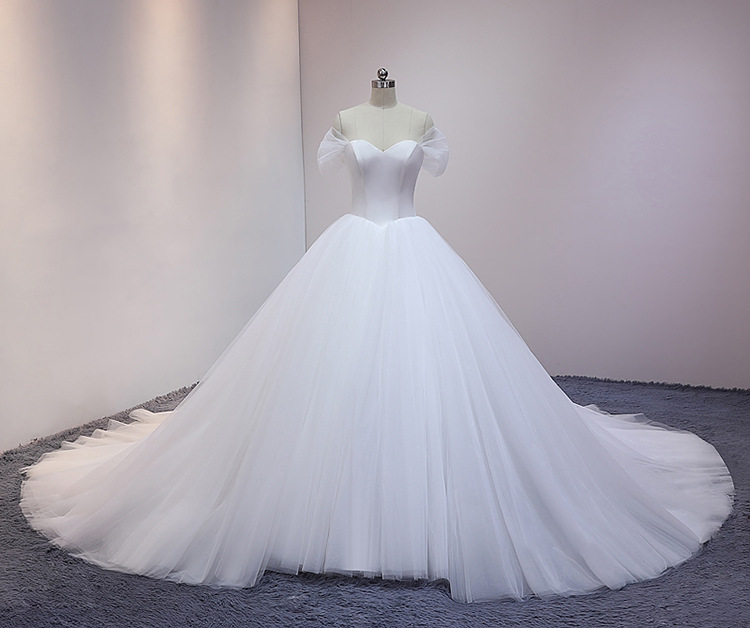 One-shoulder light wedding dress 2020 long tail simple silk go out bride wedding dress